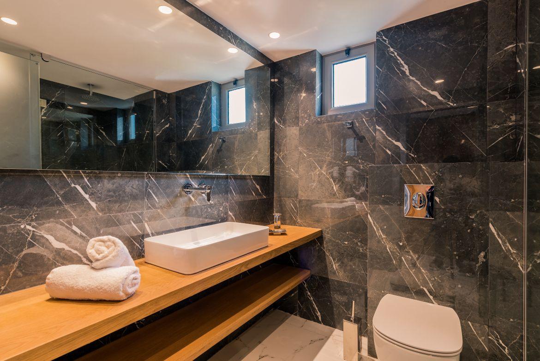 Bathroom of the suite III